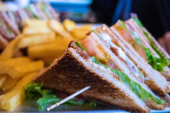 Aprire una Toasteria: Requisiti, Costi e Ricavi